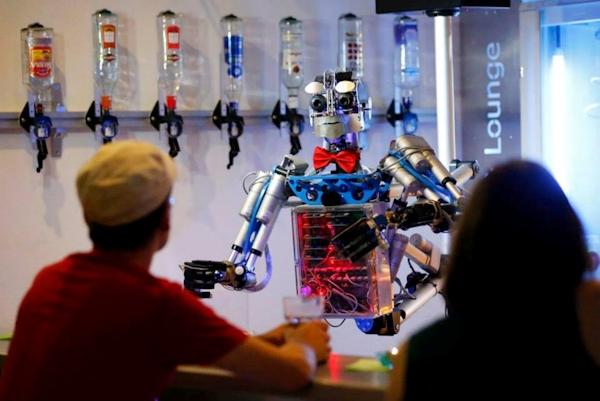 Carl, robot bartender