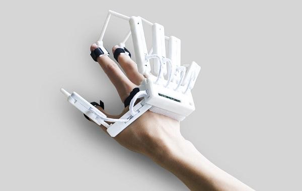 Dexta Robotics' Dexmo Exoskeleton