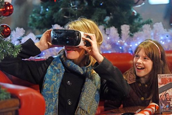 A woman experiencing Lapland in VR at TGI Fridays
