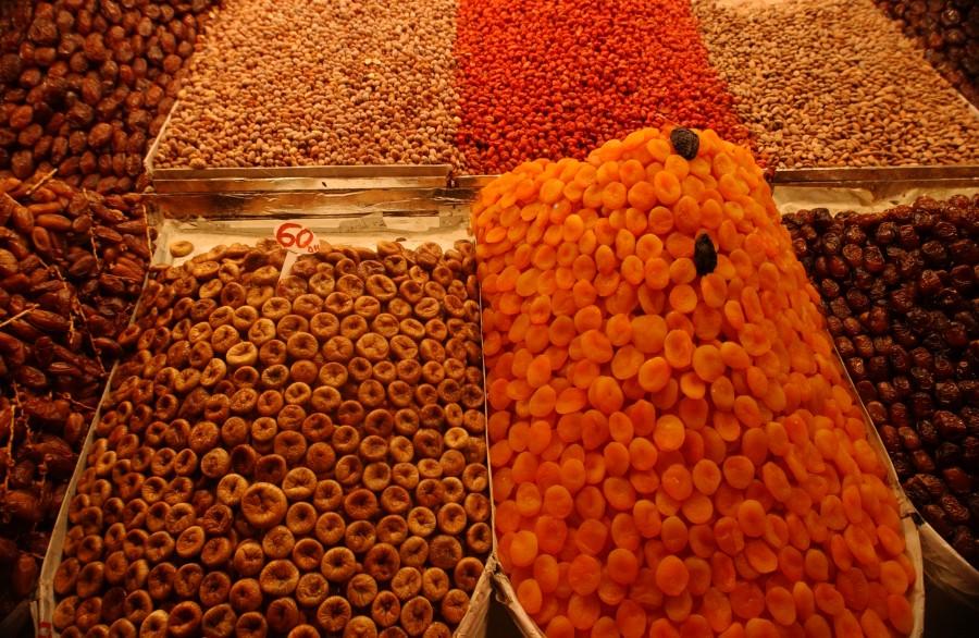 Night Market, Djemas el Fna Square, Marrakesh, Morocco, North Africa.  March 2008.